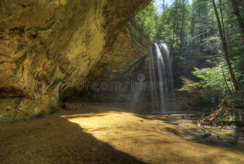 Caverna da cinza em montes Ohio de Hocking foto de stock royalty free