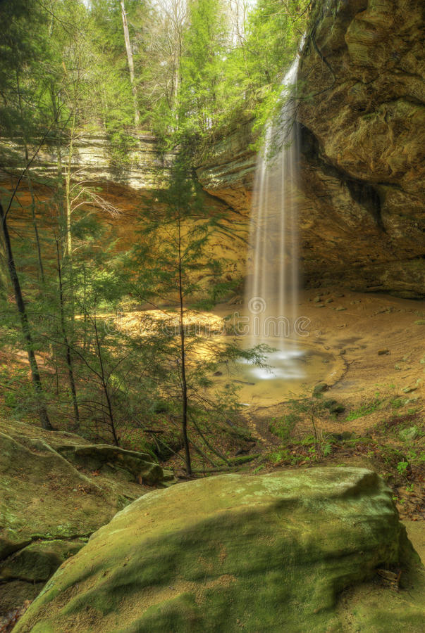 Caverna da cinza em montes Ohio de Hocking fotografia de stock royalty free