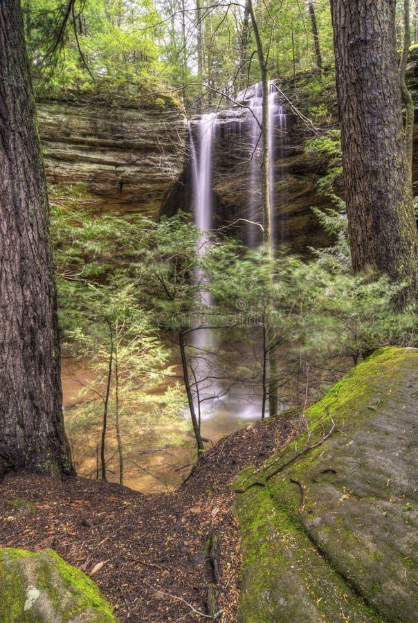 Caverna da cinza em montes Ohio de Hocking fotografia de stock