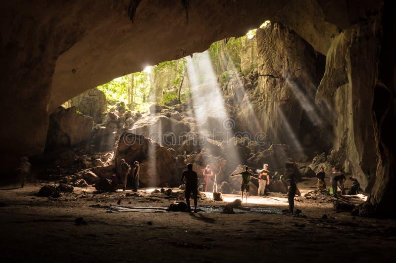 Caverna da floresta úmida em Taman Negara, Malásia foto de stock