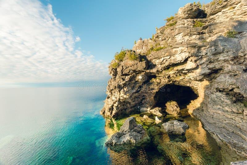 Caverna da gruta, Bruce Peninsula National Park, Ontário fotografia de stock