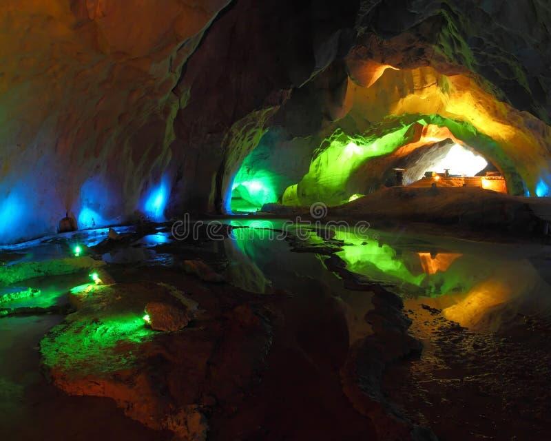 Caverna da iluminação imagem de stock