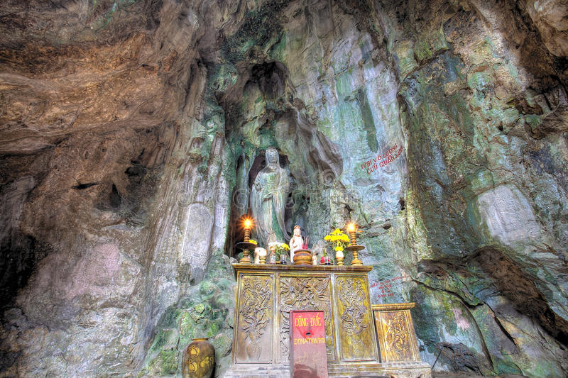 Caverna da montanha de mármore na cidade do Da Nang foto de stock royalty free