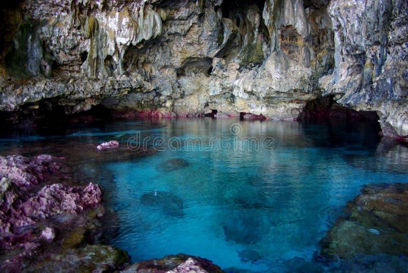 Caverna de Avaiki: Associação de banho dos reis foto de stock
