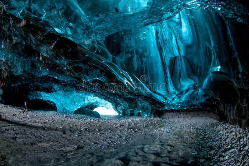 Caverna de gelo em Islândia imagens de stock