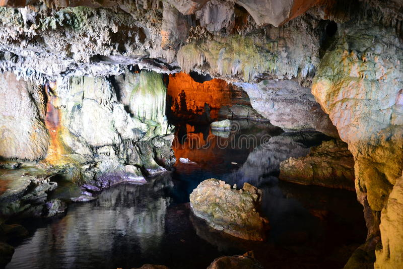 A caverna de Netuno em Sardinia fotografia de stock royalty free