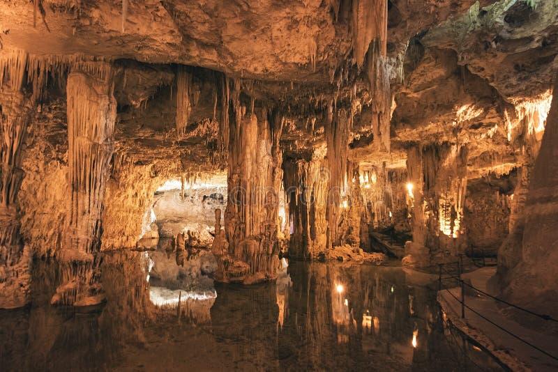Caverna de Netuno (Grotte di Nettuno), Sardinia, Itália imagens de stock