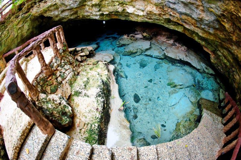 Caverna de Ogtong na ilha de Bantayan, Filipinas imagem de stock