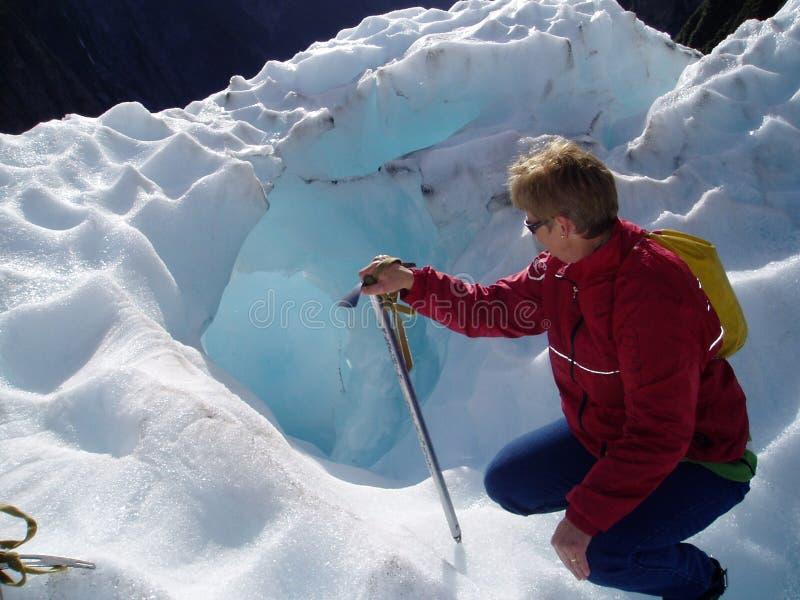 Download Caverna di ghiaccio fotografia stock. Immagine di remote - 211026
