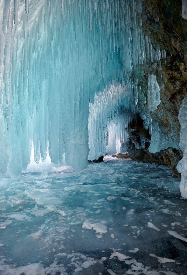 Caverna di ghiaccio sul lago Baikal fotografia stock