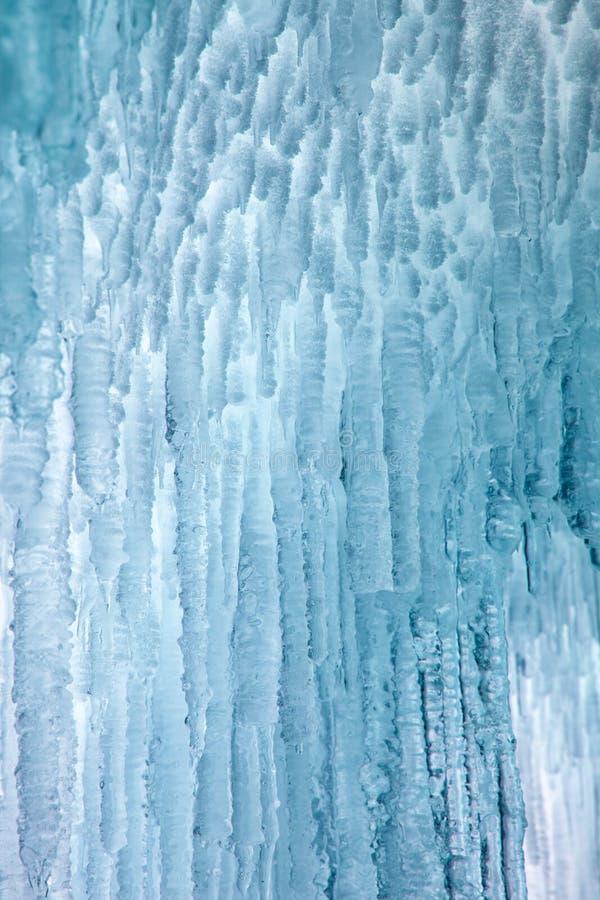 Caverna di ghiaccio sul lago Baikal immagini stock libere da diritti
