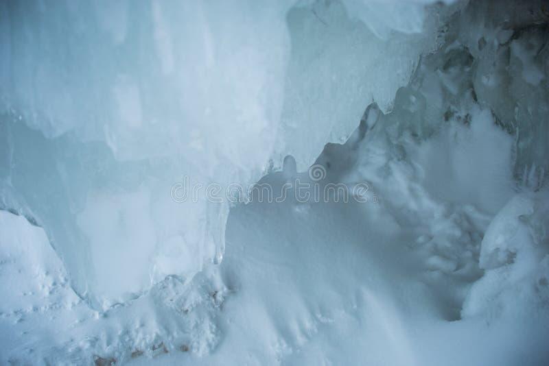 Caverna do gelo na noite imagens de stock royalty free