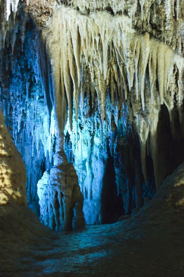 Caverna do jade da neve, formação do Stalactite de Fengdu China imagens de stock royalty free