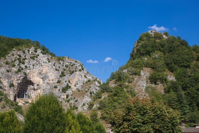 Caverna e roccia dorate della preghiera fotografia stock libera da diritti