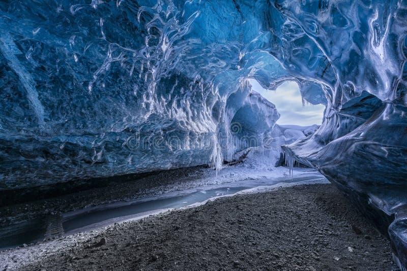 Caverna glacial surpreendente imagem de stock royalty free