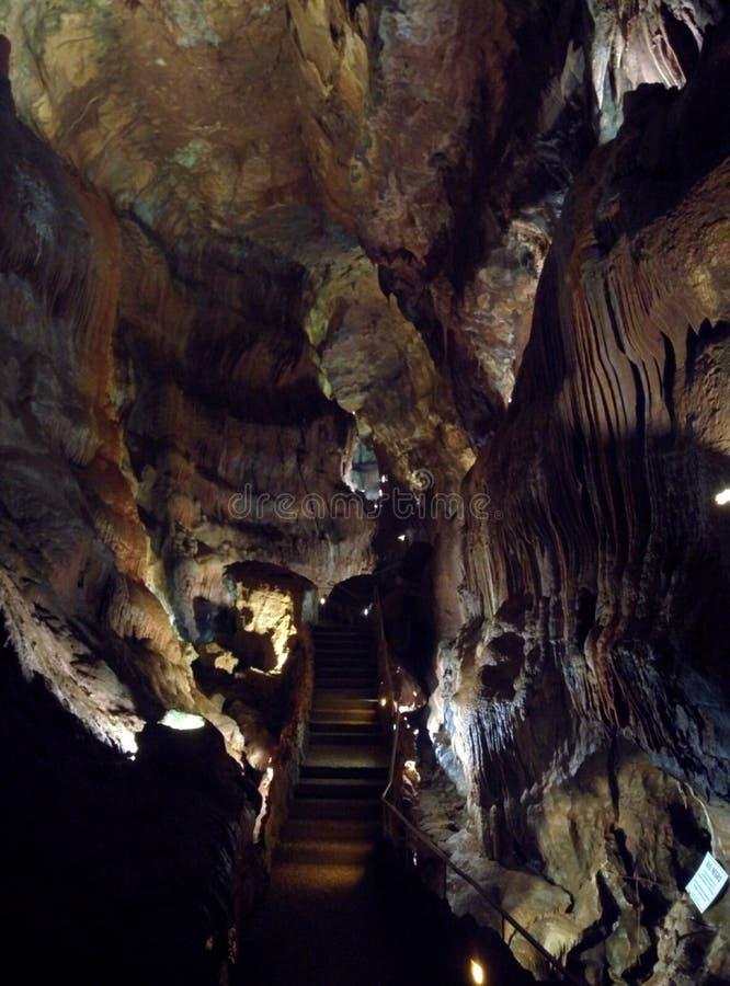 Caverna hermosa a descubrir foto de archivo libre de regalías