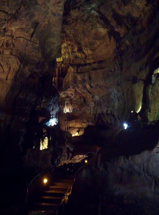Caverna hermosa a descubrir imagenes de archivo