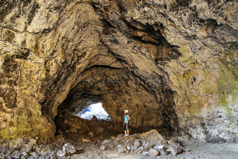 Caverna indiana do t?nel nas crateras do monumento nacional da lua, Idaho, EUA foto de stock royalty free