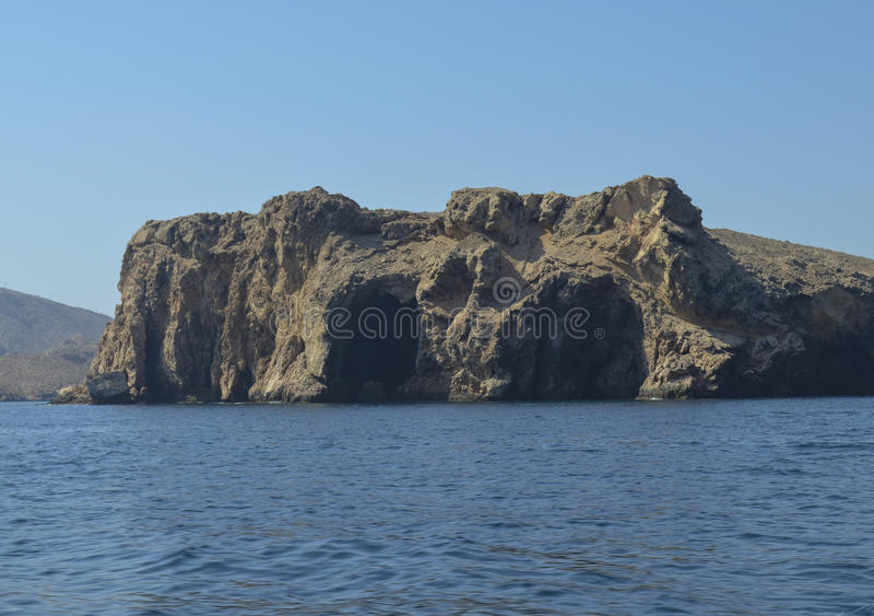 Caverna na rocha do mar fotos de stock