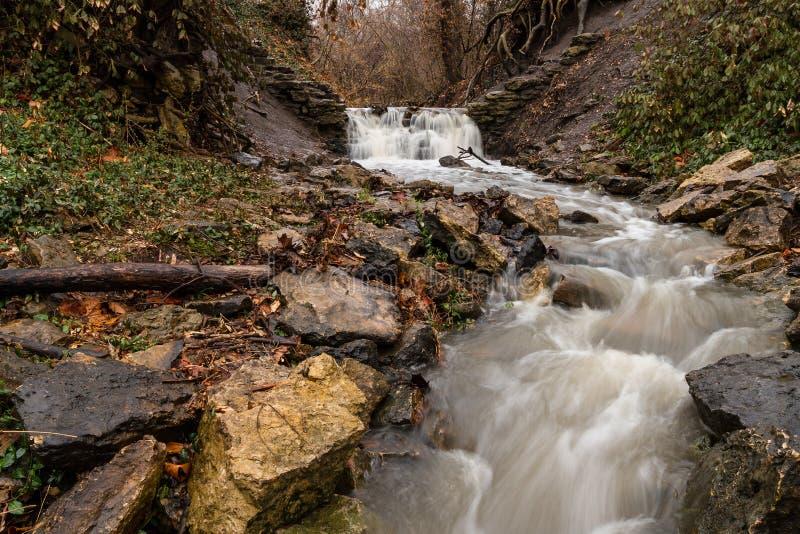 A caverna salta cachoeira fotografia de stock