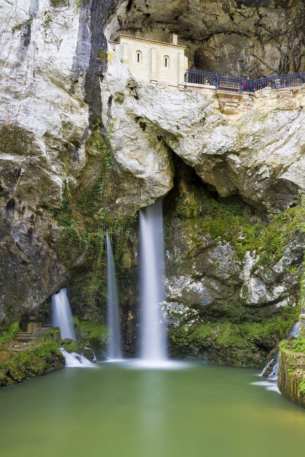 A caverna santamente de Covadonga, as Astúrias, Spain imagens de stock royalty free