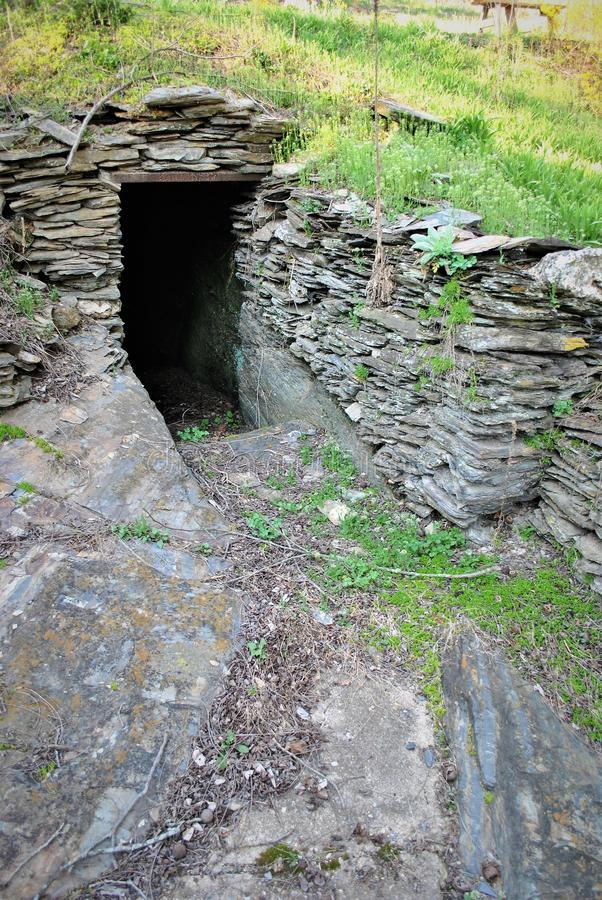 Caverna sob um monte fotografia de stock royalty free