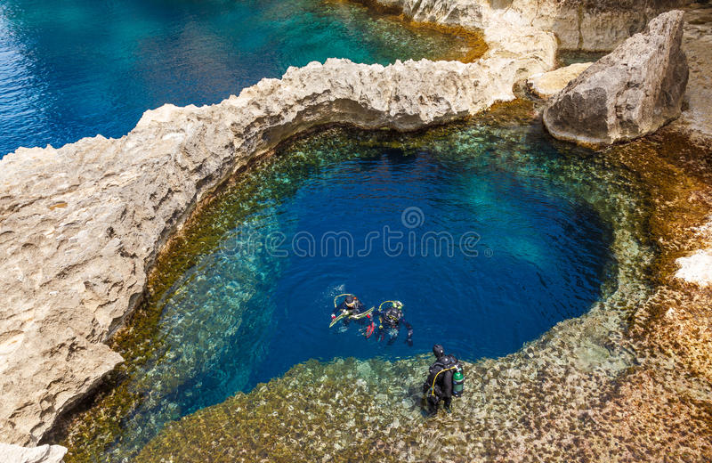 Caverna subacquea sotto forma di cuore fotografia stock