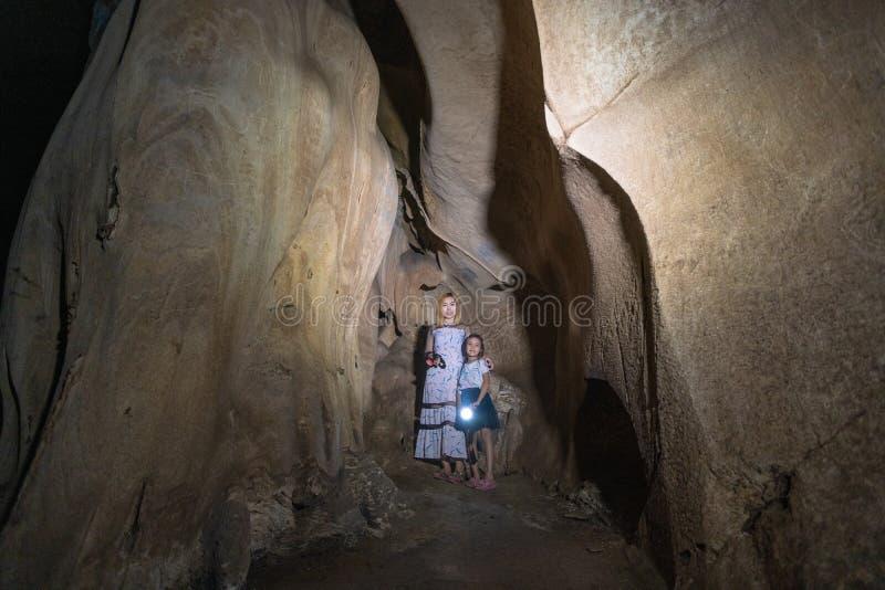 Caverna subterrânea escura de A-rawan, Phare, Tailândia foto de stock royalty free