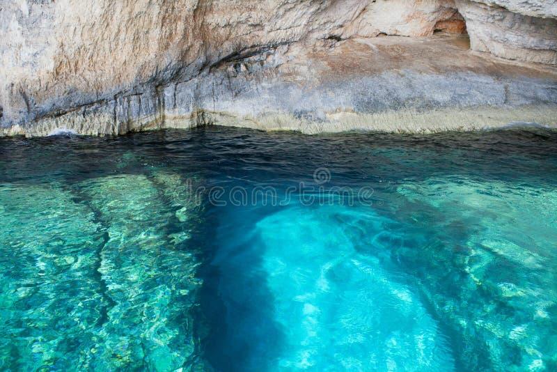Cavernas azuis no console de Zakynthos, Greece fotografia de stock royalty free