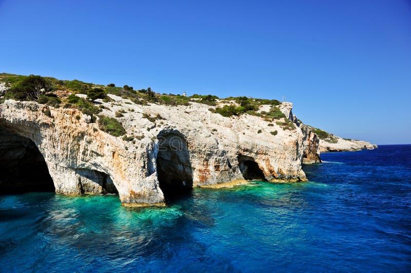Cavernas azuis no console de Zakynthos, Greece fotos de stock