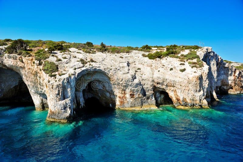 Cavernas azuis no console de Zakynthos, Greece imagem de stock royalty free