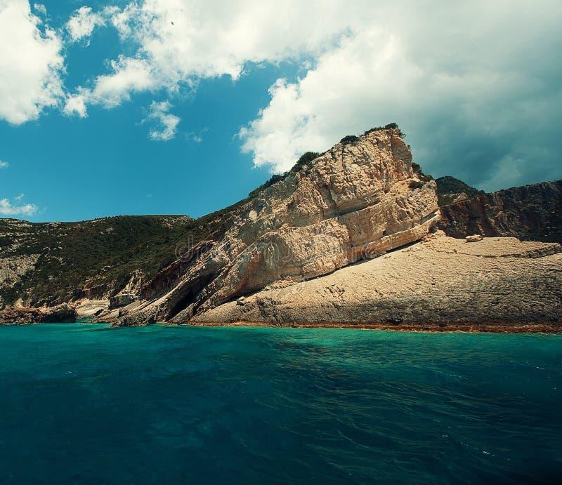 Cavernas azuis no console de Zakynthos, Greece foto de stock royalty free