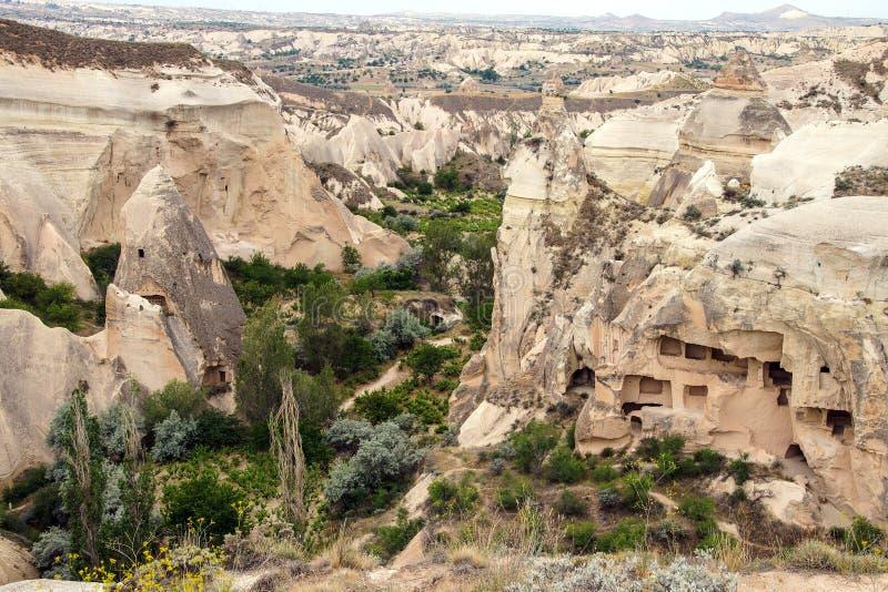 Cavernas cinzeladas do tufo colorido imagens de stock