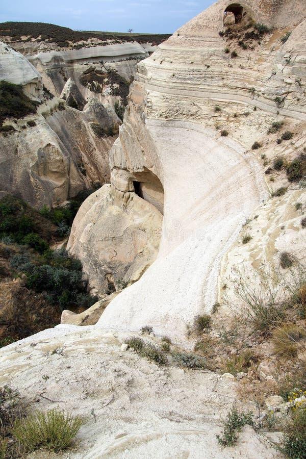 Cavernas cinzeladas do tufo colorido fotografia de stock