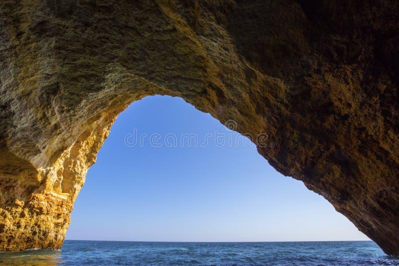 Cavernas de Benagil em Portugal imagem de stock royalty free