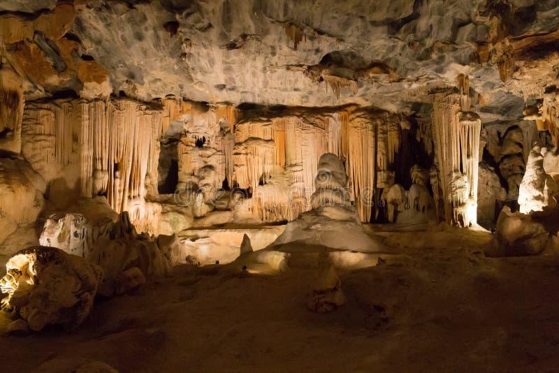 Cavernas de Cango em Oudtshoorn ?frica do Sul Marco africano fotografia de stock