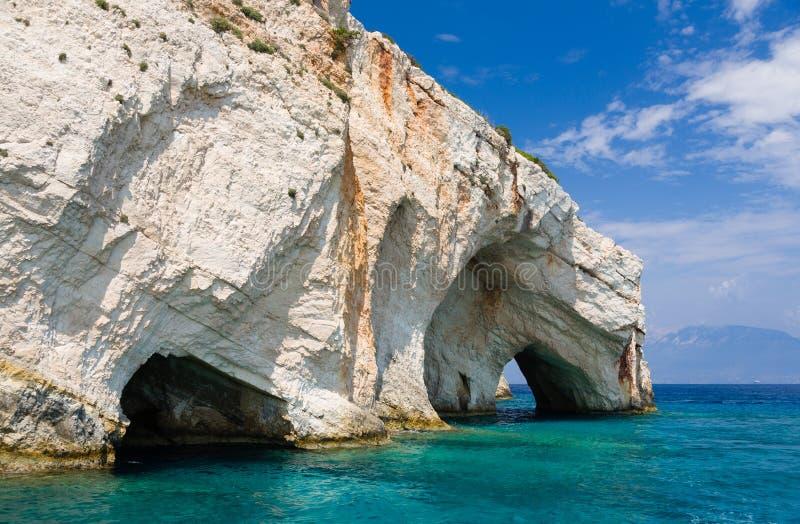 Caverne blu, formazioni rocciose naturali selvagge famose come linea costiera dell'isola di Zacinto, Grecia immagine stock libera da diritti