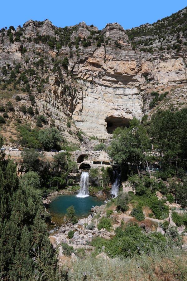 Caverne d'Afqa, cascade à écriture ligne par ligne et regroupement (Liban) image stock