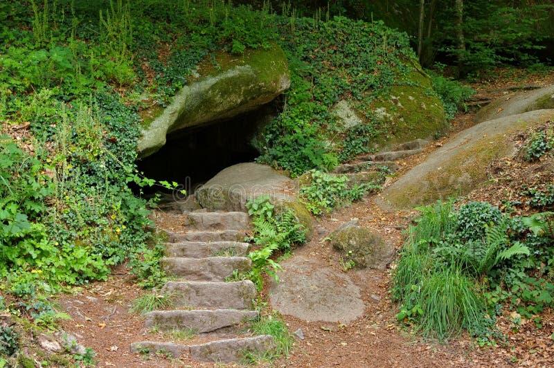Caverne dans la forêt de Huelgoat en Bretagne image stock