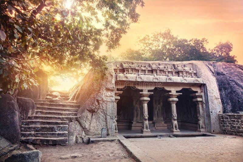 Caverne dans Mamallapuram image libre de droits
