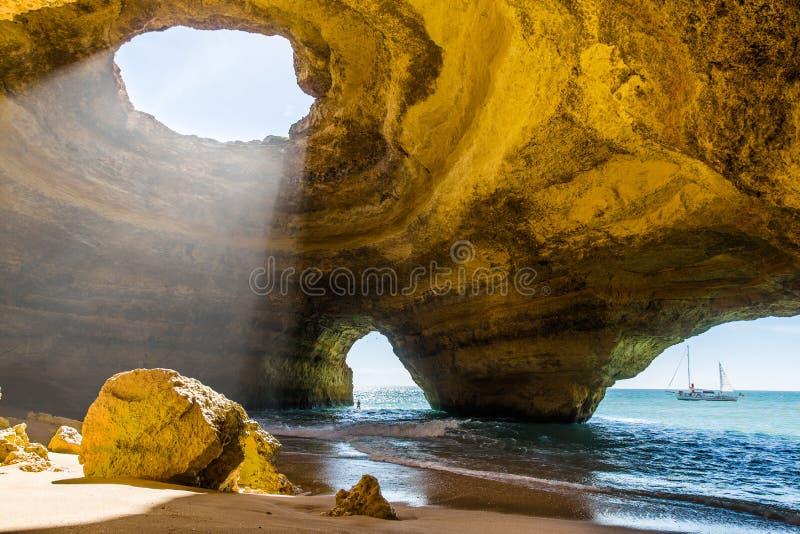 Caverne de Benagil Côte Portugal d'Algarve images stock
