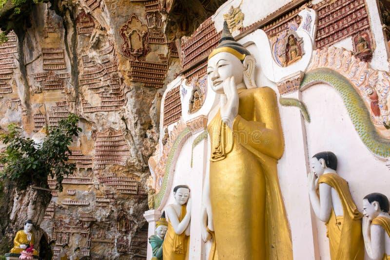 Caverne de crétin de Kaw près de Hpa-An dans Myanmar Birmanie photographie stock