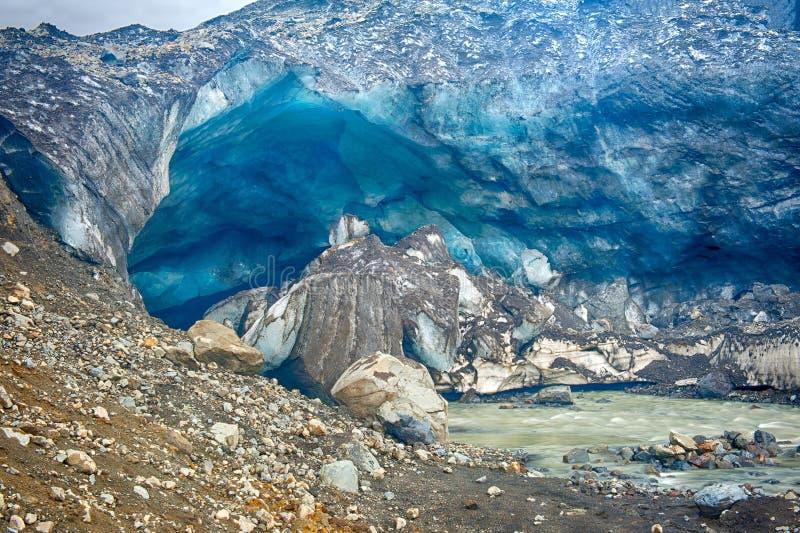 Caverne de glace de glacier chez Kverkfjoll images stock