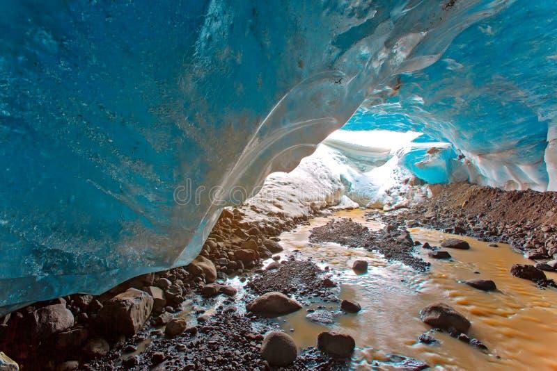 Caverne de glace en Islande image libre de droits