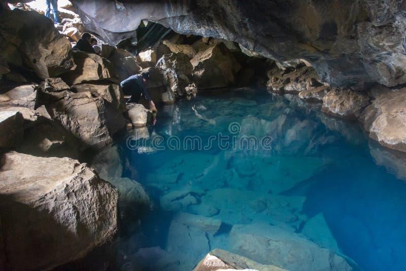 Caverne de Grjotagja dans la région de Kfala près du lac Myvatn, Islande photo libre de droits