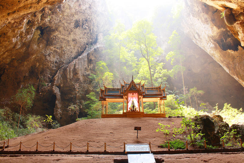 Caverne de Phraya Nakhon, Khao, Sam Roi Yod National Park, Prachuap Khiri Khan Thailand photographie stock libre de droits