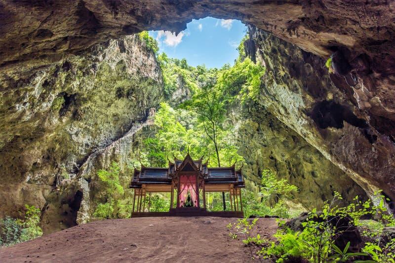 Caverne de Phraya Nakhon, Khao Sam Roi Yot National Park, Prachuap Khiri Khan, Thaïlande image libre de droits