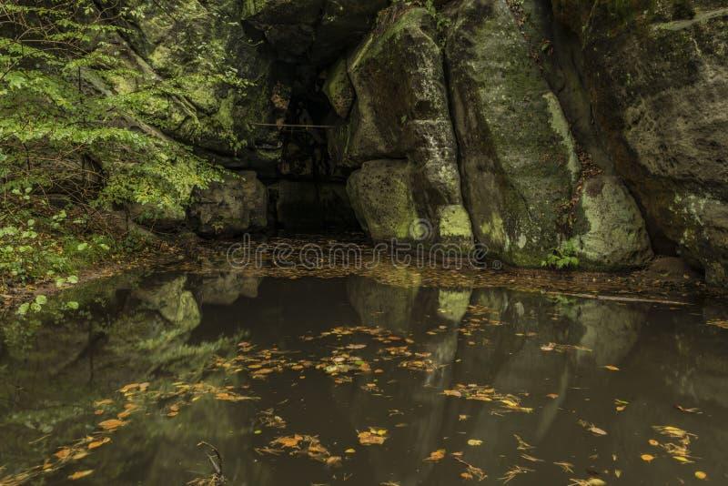 Caverne de Rusalka en parc national Ceske Svycarsko photographie stock