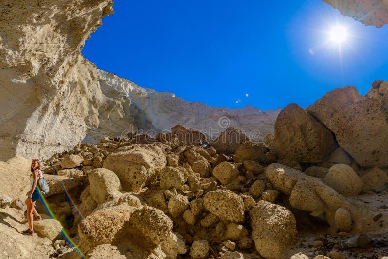 Caverne de Sykia à l'île de Melos, Grèce image stock