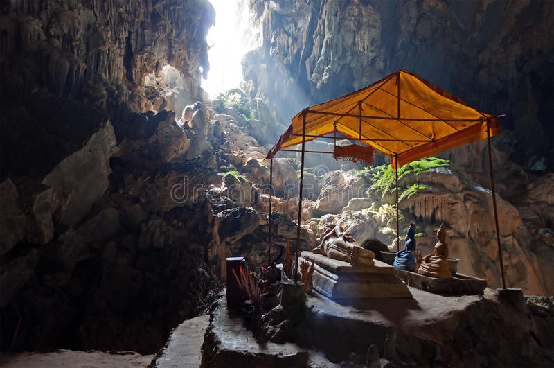 Caverne de Tham Phu Kham près de Vang Vieng. Laos images libres de droits